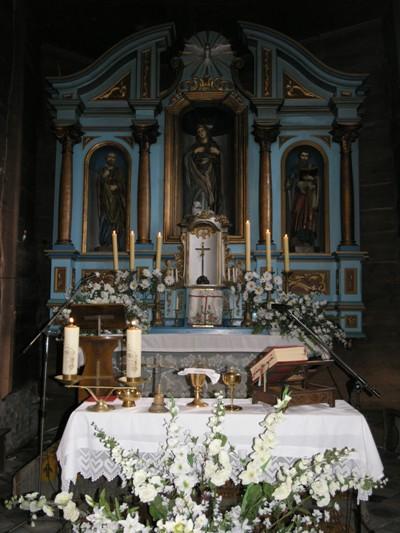 Wnętrze zabytkowego kościoła w Kasinie Wielkiej